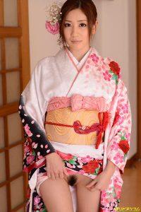 前田かおり「着物の下は卑猥な美マン」